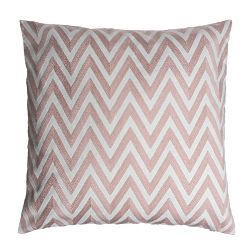 Black Velvet Studio Zig-Zag cushion cover. 100% polyester. Colour: make-up pink. With geometric pattern in the current trend colour. 50x50 cm.