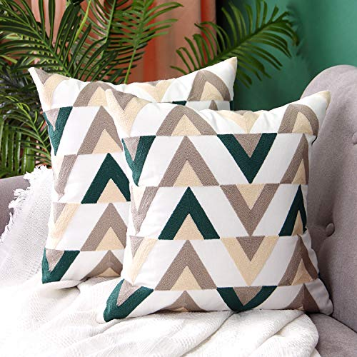SUNBEAUTY Modern Cushion Covers 18x18 Zig Zag Pillowcase Decorative Square Pillow Cases Cotton Canvas 2 Pack Embroidery Geometric Cushion Cover Green Cream for Sofa Couch Bed Living Room Decorations