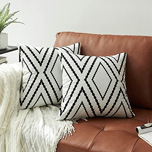 Black and White Cushion Covers 18 x 18 Inch Aztec Throw Pillow Cover Set of 2 Geometric Pattern 45cm x 45cm Decorative Throw Pillow Cases for Home Decor Sofa Couch Bed Pillowcases,White